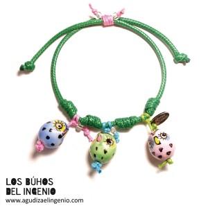 """Pulsera """"Los Búhos del Ingenio"""" verde, tres búhos colores"""